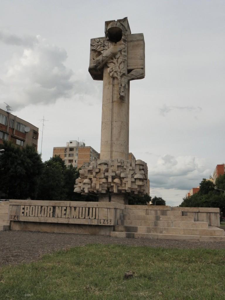 rsz_1_monumentul_eroilor_sagului_2