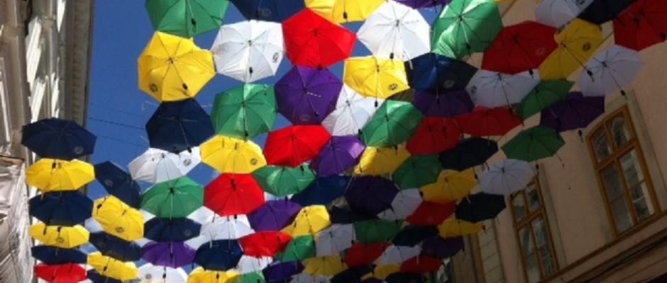 umbrele colorate strada alba iulia