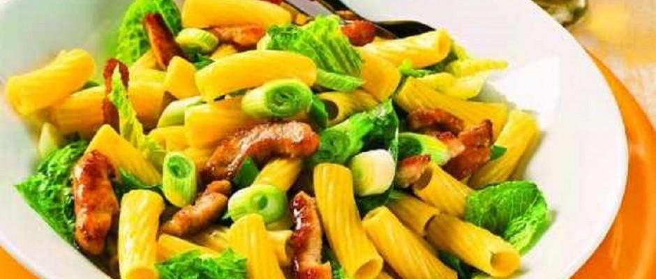 salata de macaroane cu carne de curcan