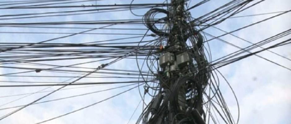 2992-cabluri-pe-stalpi