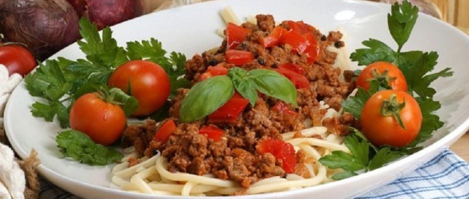 spaghete cu sos ragu