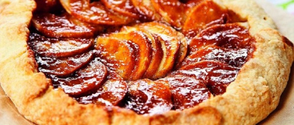 placinta cu mere si sos caramelizat